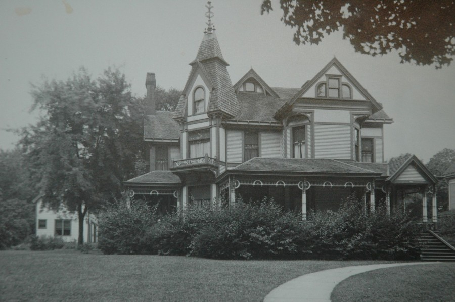 1880 photograph of Stuart Avenue Inn